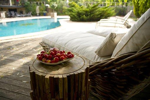 Progettare una piscina per il tuo giardino: idee e consigli